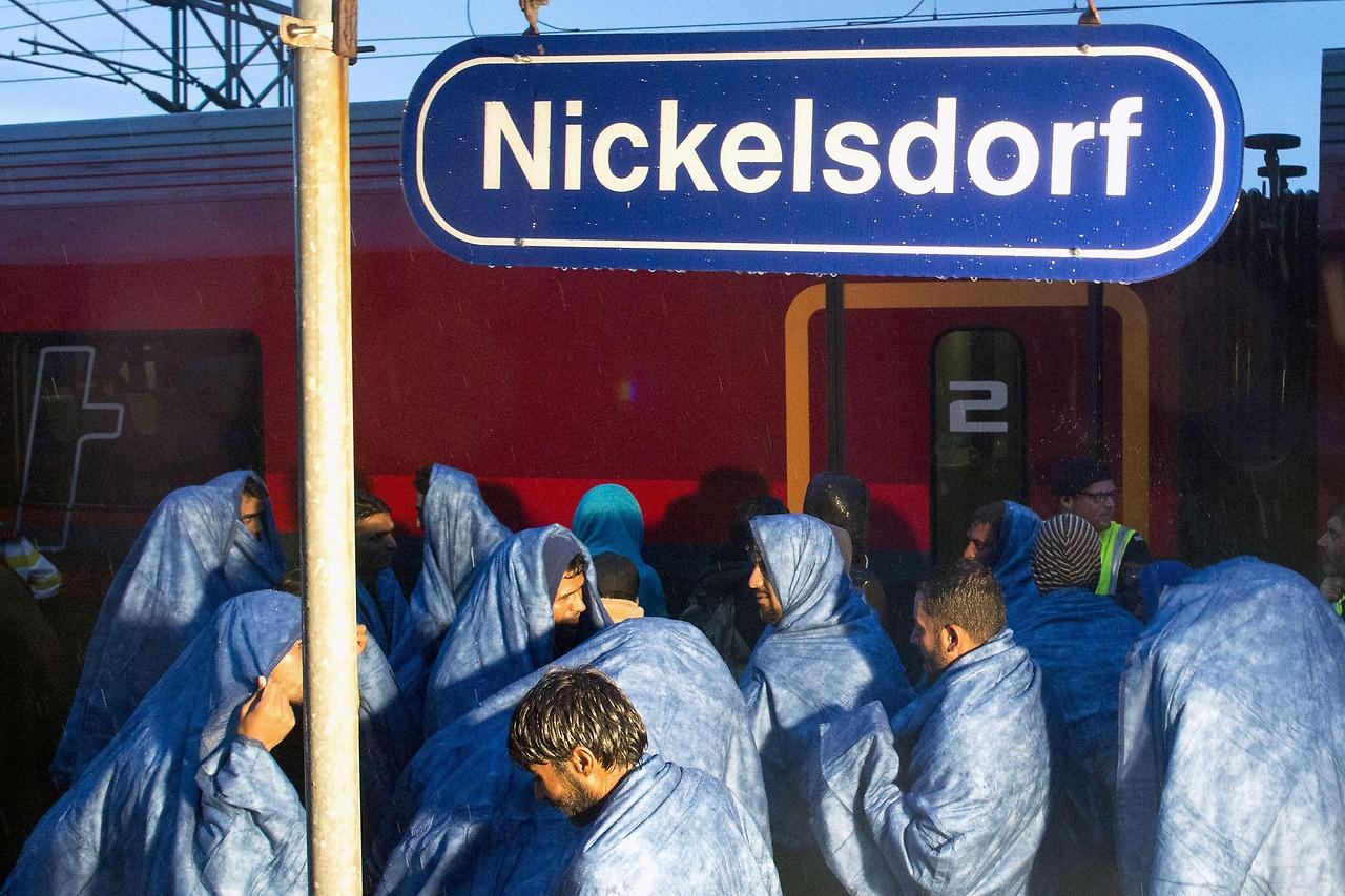 Flüchtlinge auf dem Bahnhof Nickelsdorf am 5. September 2015