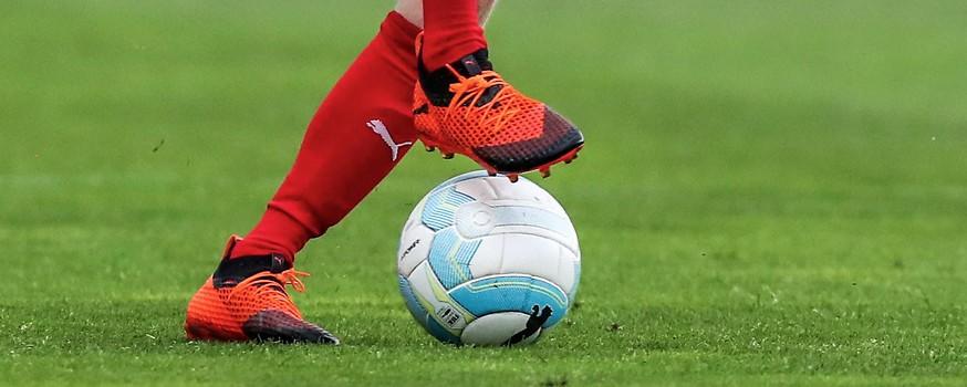 Füße mit Ball