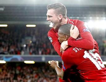 Daniel Sturridge und Andrew Robertson (Liverpool)