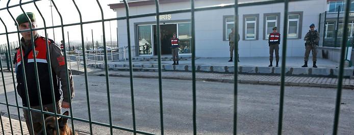 Türkische Soldaten bewachen den eingan des Gefängnisses in Sincan, nahe Ankara