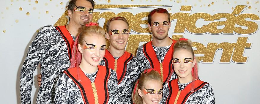 """Mitglieder der Akrobatengruppe Zurcaroh vor dem Finale von """"America's Got Talent"""""""