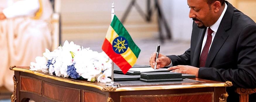 Äthiopiens Premierminister Abiy Ahmed bei der Unterzeichnung des Friedensvertrags