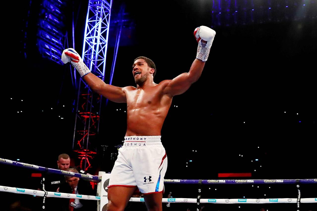 Jubel des britischen Boxers Anthony Joshua nach seinem Sieg über Alexander Powetkin (Russland)