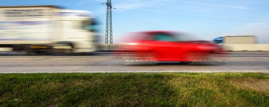 Fahrzeuge auf einer Autobahn