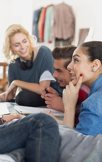 Studenten reden miteinander