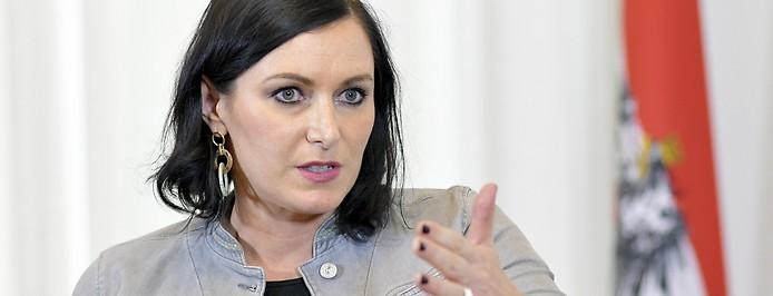 Umweltministerin Elisabeth Köstinger