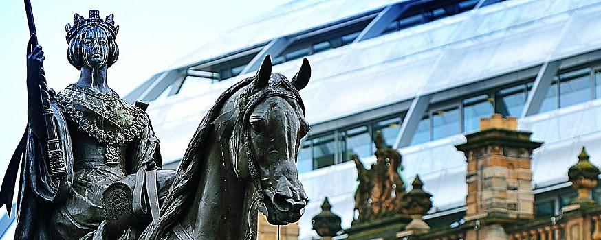 Statue der Queen Victoria vor dem Rathaus, den Glasgow City Chambers