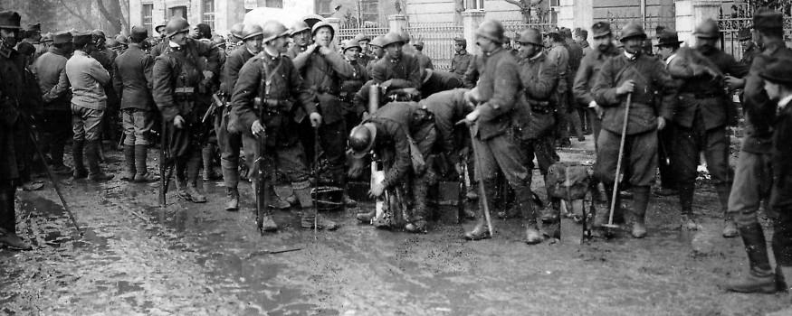 Die ersten italienischen Truppen in Bozen
