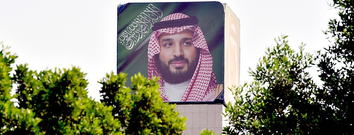 Porträt des saudischen Kronprinzen Mohammed bin Salman auf einer Mauer in Riad