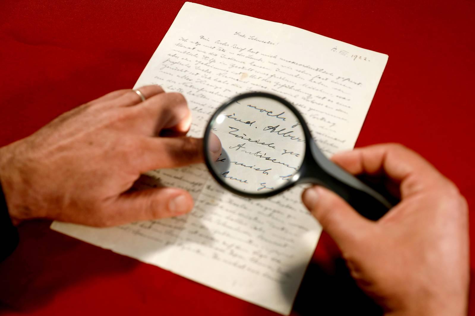 Brief von Einstein für 28.400 Euro versteigert