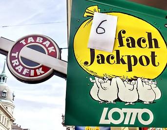Eine Lottofahne deutet einen Sechsfachjackpot an