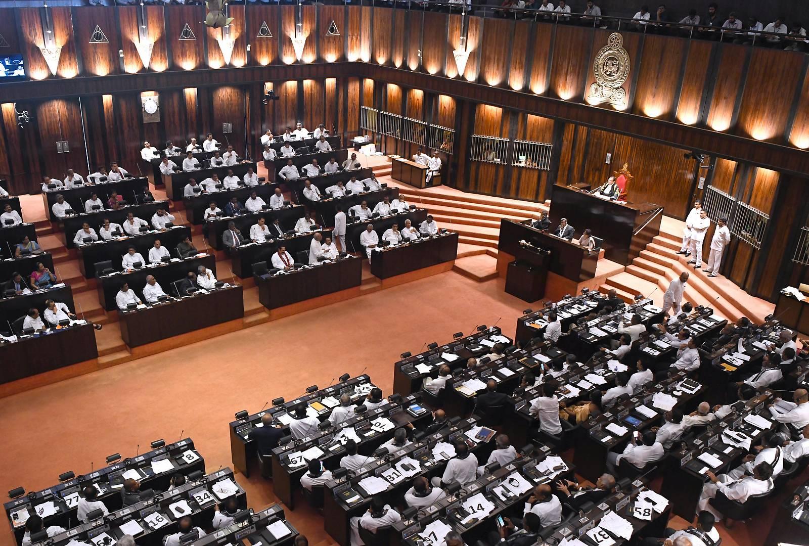 Sri Lankas Parlament setzt Regierung ab