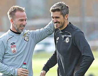 Sturm-Trainer Roman Mählich mit Spieler Filipe Miguel Neves Ferreira