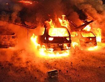 Mehrere brennende Fahrzeuge in Kundl (Tirol)