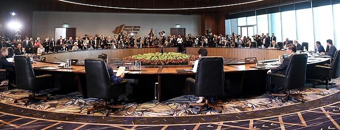 Staatsoberhäupter sitzen an einem runden Tisch beim APEC-Gipfel