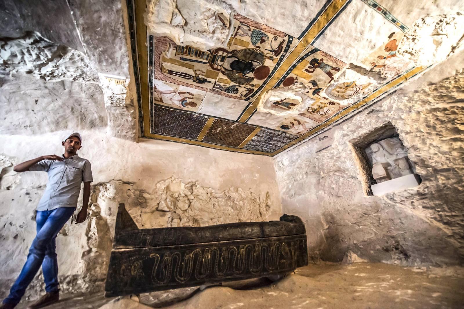 Ägypten enthüllt antikes Grab und Sarkophag in Luxor