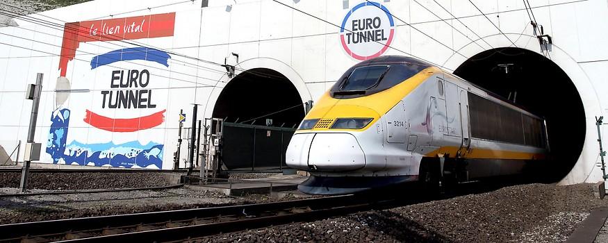 Eurostar verlässt den Eurotunnel am französischen Portal
