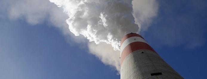 Schornstein eines Kohlekraftwerks