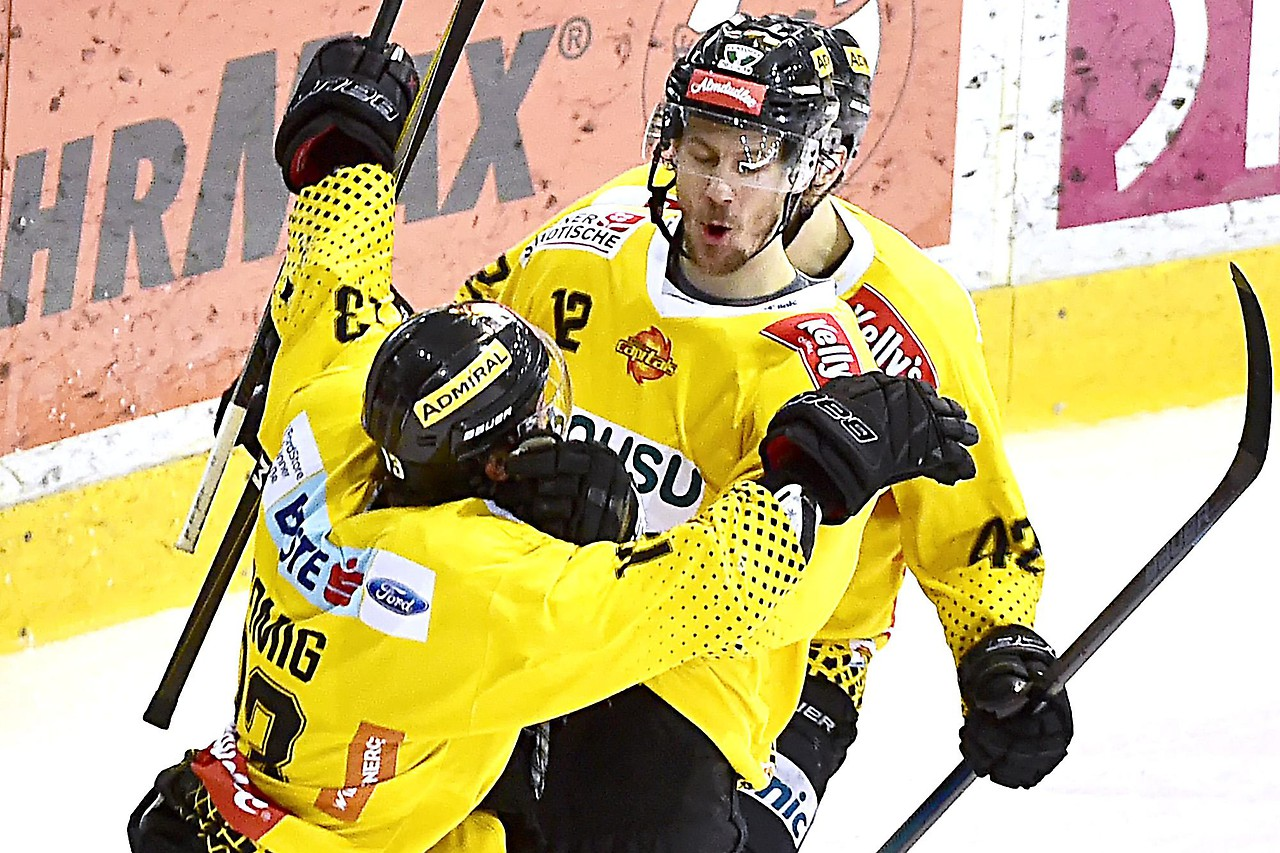 Eishockey Capitals Ringen KAC Zum Finalauftakt Nieder