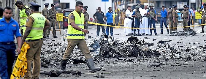 Sicherheitskräfte neben einem Anschlagsort in Colombo (Sri Lanka)