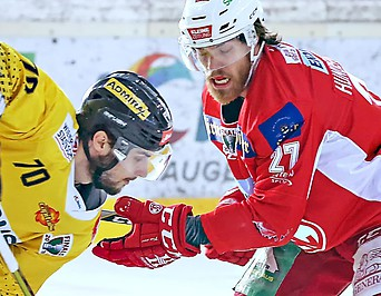 Benjamin Nissner (Capitals) and Thomas Hunderpfund (KAC)