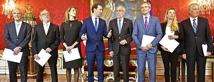 Minister Ratz, Pöltner, Hackl, Bundeskanzler Kurz, Bundespräsident Van der Bellen, Minister Löger, Bogner-Strauß und Johann Luif