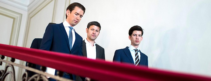Bundeskanzler Kurz auf den Stufen im Bundeskanzleramt