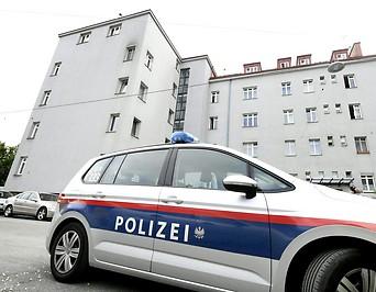Polizeiauto vor der Wohnung