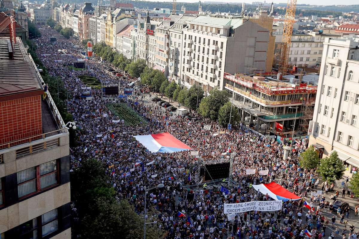Massendemonstration gegen Premier Babis in Prag