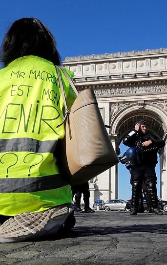 Protest der Gelbwesten vor dem Triumphbogen in Paris