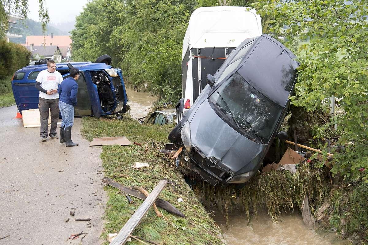 Unwetter verwüsten Gebiete in Schweiz und Italien