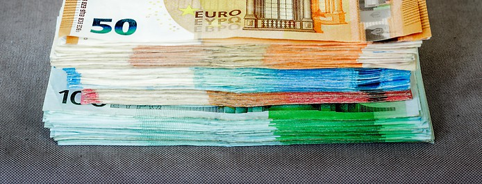 Geldscheine übereinandergestapelt