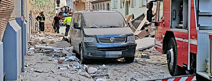 Großeinsatz der Rettungskräfte nach einer Gasexplosion in Wien-Wieden
