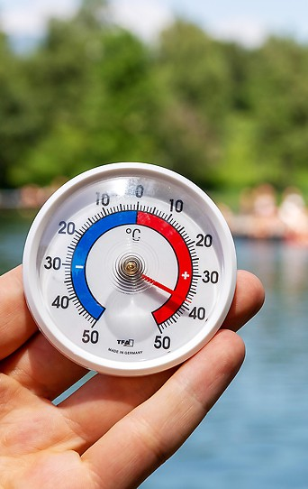 Ein Thermometer am Lansersee in Tirol