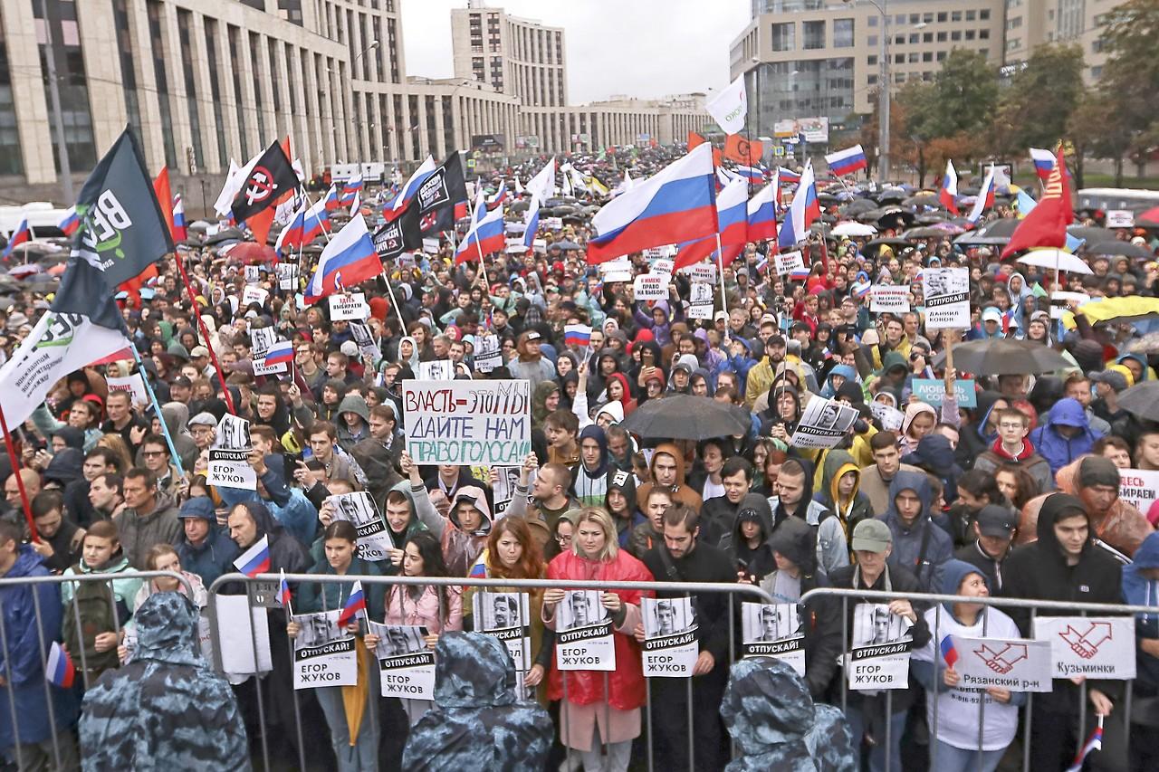 Gegen Polizeigewalt, für freie Wahlen: Zehntausende bei Demo