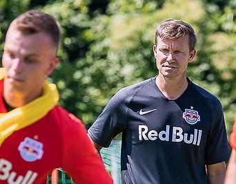 Trainer Jesse Marsch (FC Red Bull Salzburg) mit Spielern