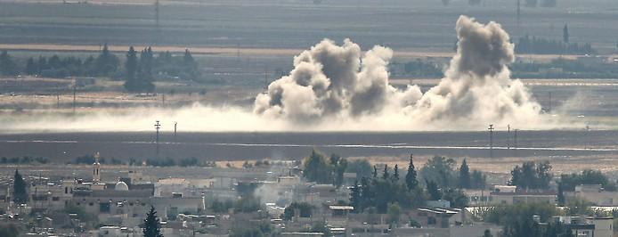 Rauch steigt über der Grenze zwischen Türkei und Syrien auf
