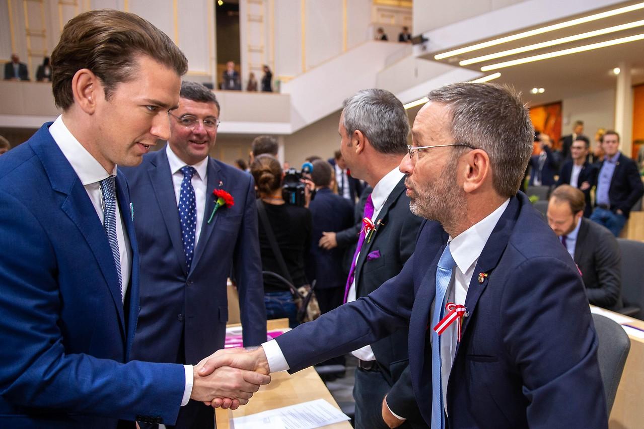 Sebastian Kurz (ÖVP) begrüsst Herbert Kickl (FPÖ)