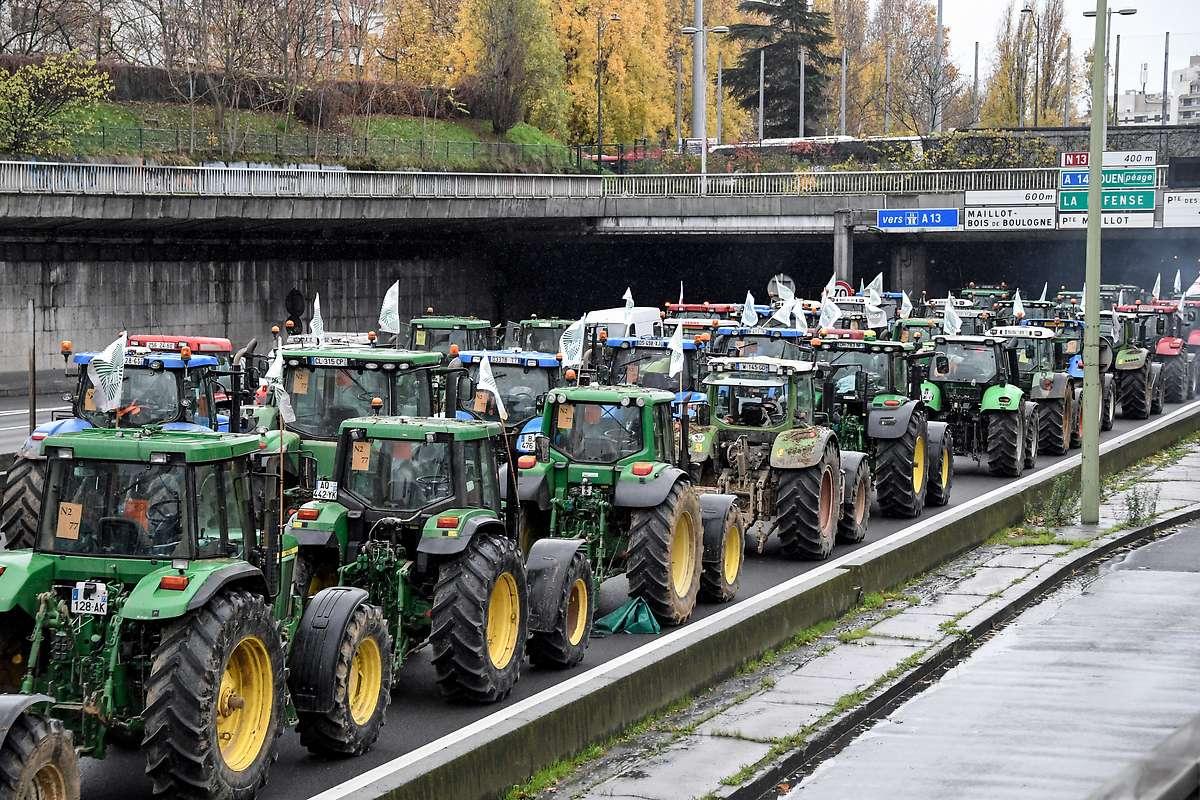 Bauern blockieren Paris mit mehr als 1.000 Traktoren