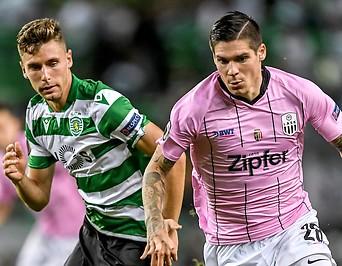 Miguel Luis (Sporting) und Dominik Frieser (LASK)