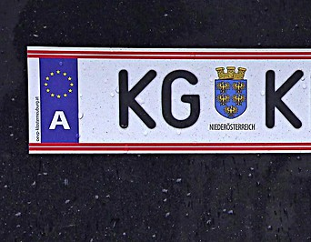 Autokennzeichen mit der Aufschrift KG KLBG1