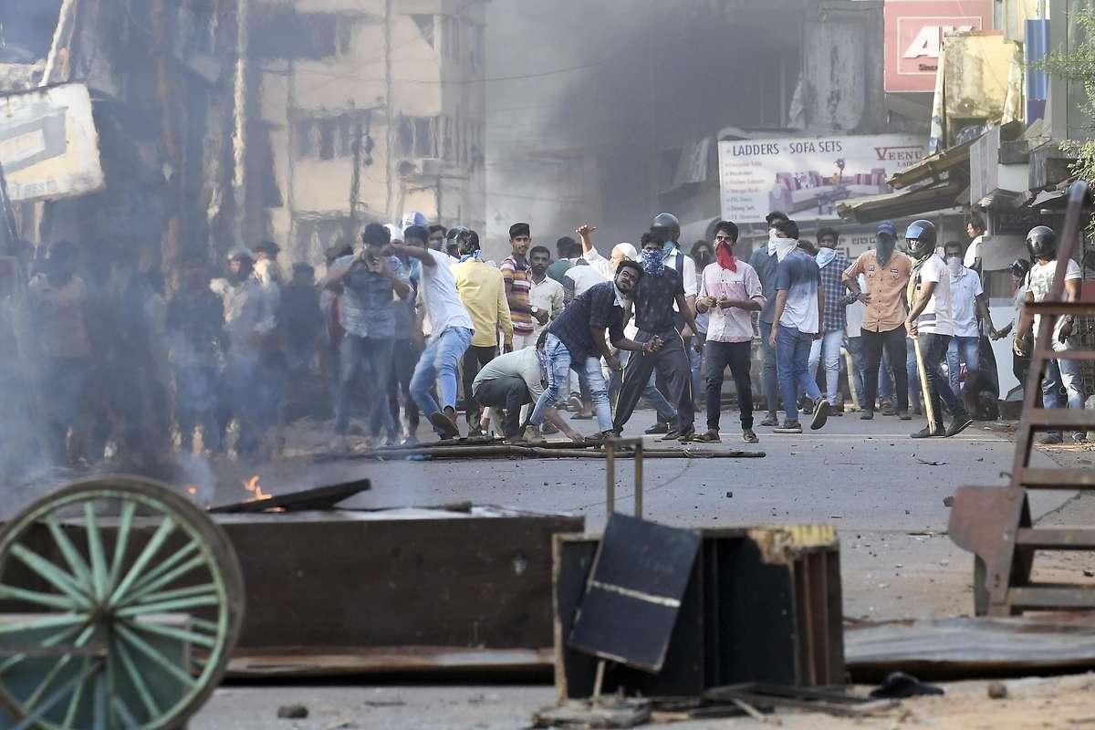 Proteste: Indien setzt Ausgangs- und Internetsperren ein