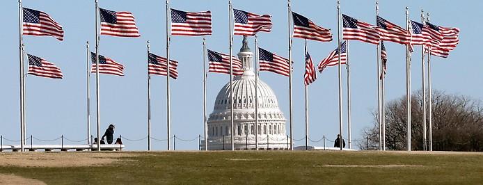 US-Flaggen vor dem Kapitol in Washington DC