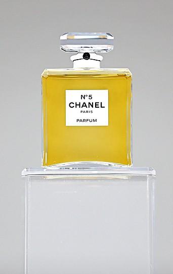 Eine Flasche des Parfüms Chanel No. 5