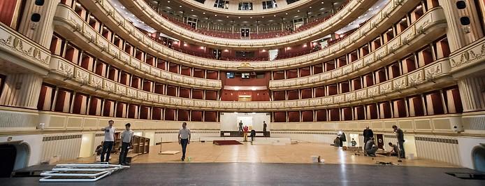 Umbau der Oper für den Wiener Opernball