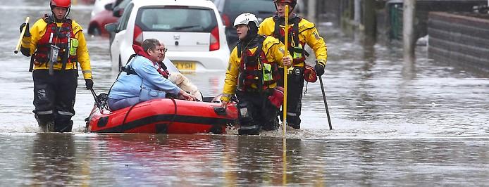 Evakuierung nach Überflutung durch Sturm Dennis in Wales