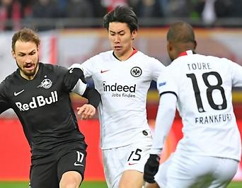 Andreas Ulmer (Salzburg), sowie Daichi Kamada und Almamy Toure (Frankfurt)