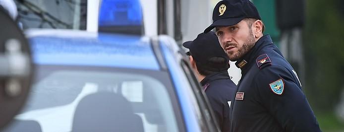Italienische Polizisten bei Verkehrskontrollen in der Lombardei