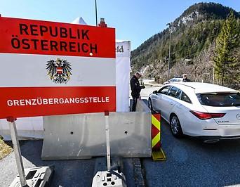 Grenzkontrolle durch die Polizei in Scharnitz