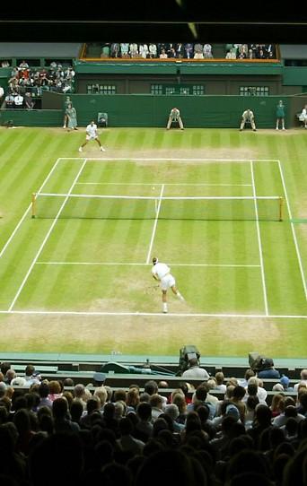 Roger Federer (SUI) und Mark Philippoussis (AUS) im Wimbledon-Finale 2003